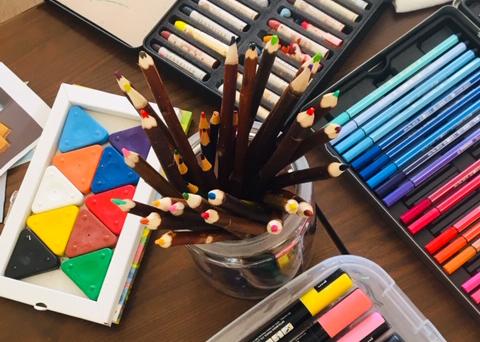 Peinture - dessin - récup' - colle - crayons de couleur - feutres - aquarelle