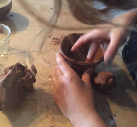 Ateliers de modelage de la Chouette Zebrée avec des enfants